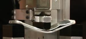 【動画】GalaxyS6はiPhone6以上に折れ曲がりやすい?
